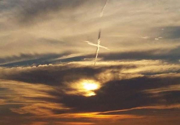 Σύννεφα σε σχήμα... σταυρού στη Φλώριντα